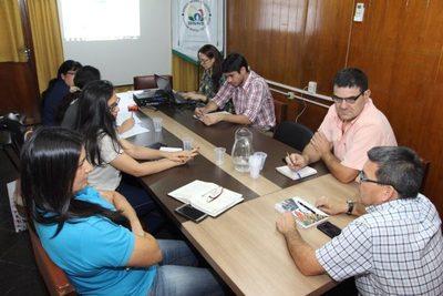 Planifican mesa interinstitucional para combate a langostas