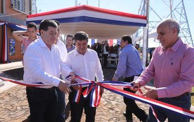 Gobierno inaugura viviendas sociales y entrega recursos económicos en Ciudad del Este