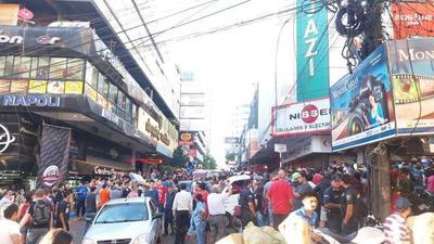 Black Friday en CDE: Se estima que concurrieron unas 10.000 personas