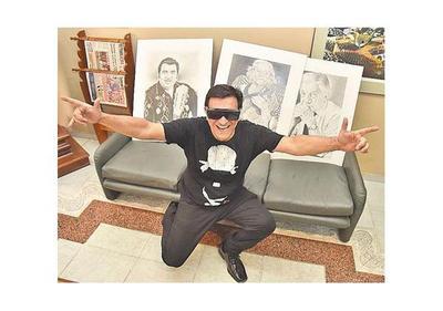Ricky Recalde exhibe su faceta de retratista en la Manzana
