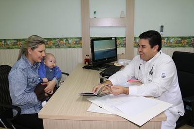 Gerentes de Tesãi congratulan a los médicos por su día