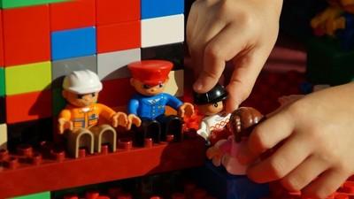 La cantidad de juguetes en la niñez afecta al cerebro