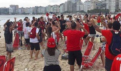 Hinchas del Independiente invadieron Copacabana