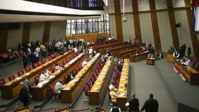 Senadores piden otra sesión para retirar investidura a González Daher