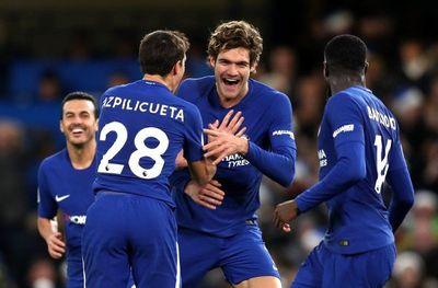 Chelsea y Arsenal se salvan gracias a los golazos de Alonso y Özil