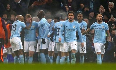 City arrolla al Tottenham