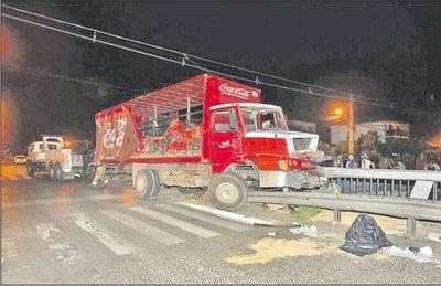 Madre y su hijo fallecen arrollados por un camión