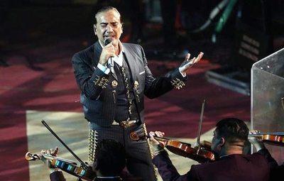 """El """"Potrillo"""" ofreció show estando ka'úre"""