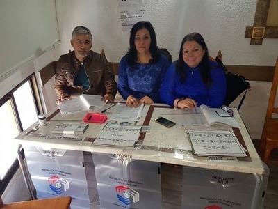 Paraguayos votan en España, pese al intenso frío