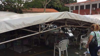 VIDEO: Tormenta echó toldos sobre mesas de votación en Lambaré