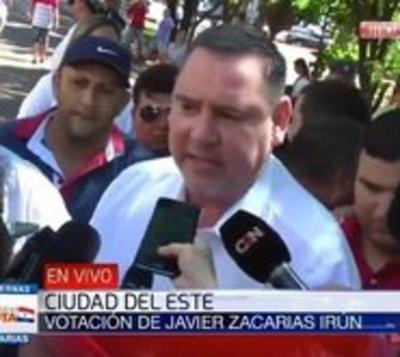 Zacarías Irún no quiso formar fila y fue abucheado por votantes