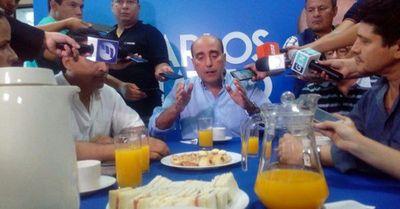 Carlos Mateo Balmelli reconoce su derrota ante Efraín Alegre