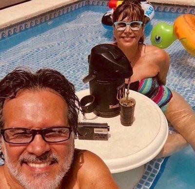 Pelusa oipiro pinta en sexy traje de baño