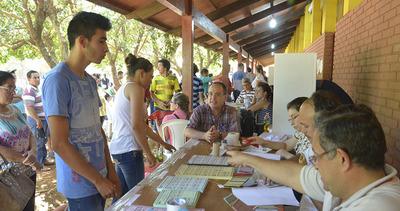 Masiva participación en elecciones transparentes