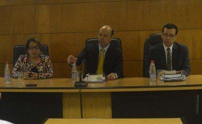 Por unanimidad, Tribunal absolvió a tres auditores de la Contraloría ayer