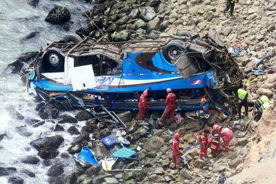 48 muertos en accidente de bus en Perú