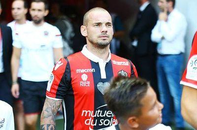 Sneijder deja el Niza para jugar en Qatar