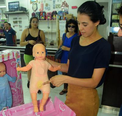 """No hay regulación sobre venta de las cuestionadas muñecas """"trans"""""""