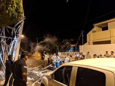 Jóvenes liberales escrachan a Díaz Verón