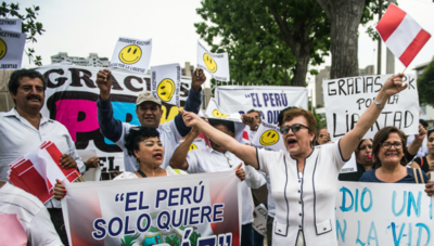 Con protestas, exigen renuncia del presidente de Perú