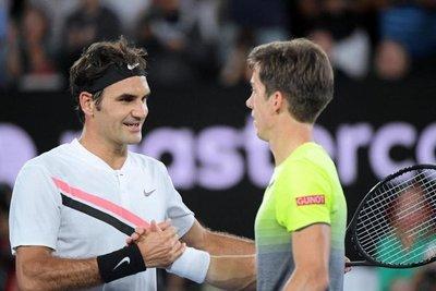 Federer supera a Bedene sin complicaciones