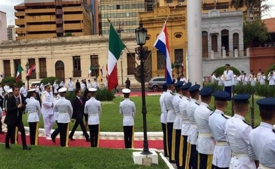 Reciben a Peña Nieto con bandera de Italia