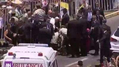 VIDEO: Así reaccionó Francisco cuando el papamóvill atropelló a un carabinero