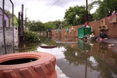 SEN asiste a miles de inundados
