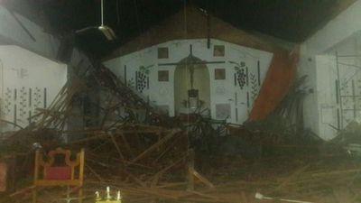 Pobladores piden ayuda para reparar techo de iglesia derrumbado