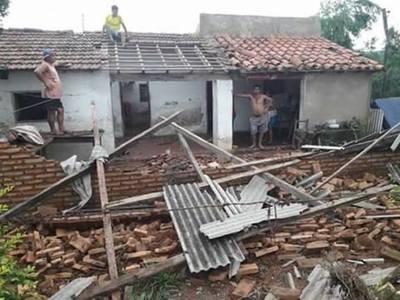 Temporal deja a sus pasos heridos y viviendas dañadas en Ybycuí