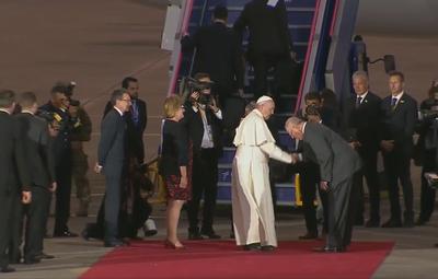 Presidente de Perú pasó pelada frente al Papa