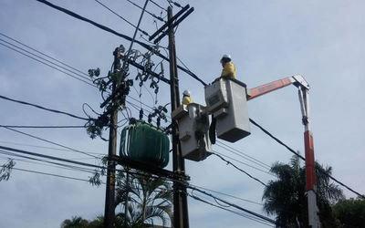 Equipo averiado deja a varios barrios sin servicio eléctrico