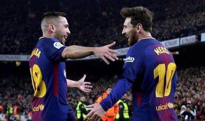 Luis Suárez y Messi dan la vuelta a la eliminatoria en la primera parte