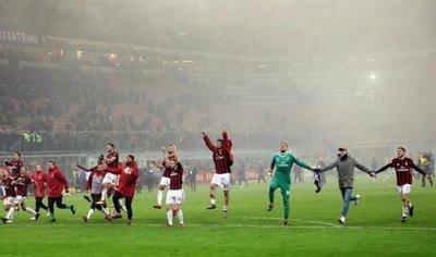 El Milan suma su tercera victoria consecutiva y corta el vuelo del Lazio