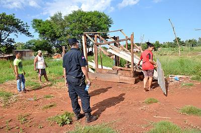 Desalojan a unas 80 familias de una propiedad en Presidente Franco