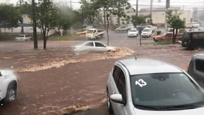 Calles inundadas en Ciudad del Este
