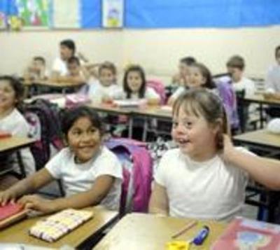 Denuncian que escuela discrimina a niña con síndrome de Down