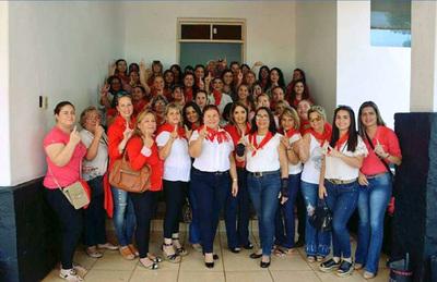 Damas coloradas viajan a Asunción para celebrar el Día de la Mujer Paraguaya