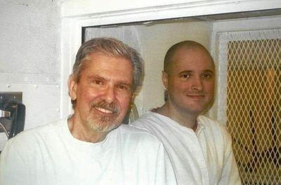 Conmutan pena de muerte a sentenciado que ordenó matar a su familia