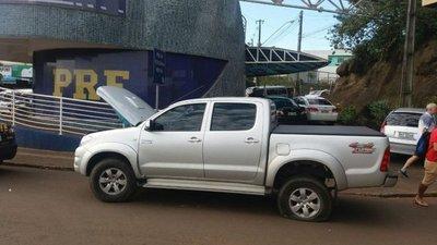 Detienen a paraguayo con vehículo robado en el Puente de la Amistad