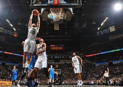 Spurs se burlan de LeBron y vencen a los Cavaliers 110-94