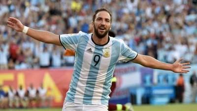 Sampaoli retorna a Higuaín al equipo argentino