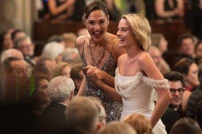 Mujeres brillan en unos Óscar de redención