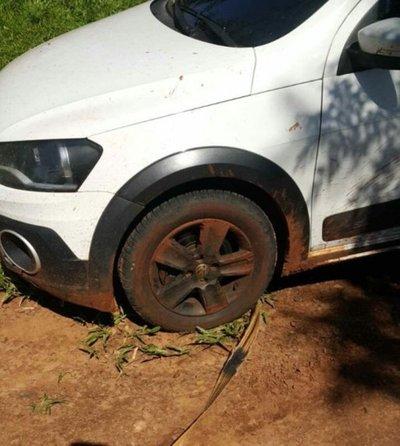 Sospechoso vehículo abandonado en Yby Yaú