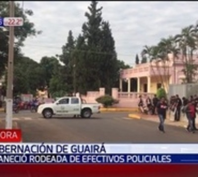 Antimotines rodean la sede de la Gobernación de Guairá