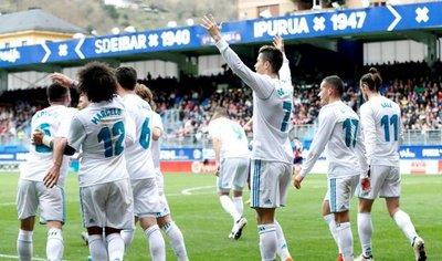 Cristiano mantiene al Real Madrid enganchado en Liga