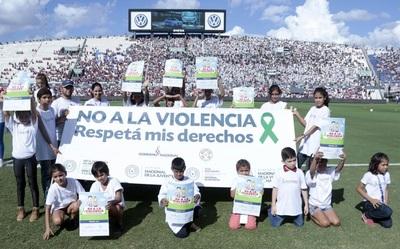 """Los niños dijeron """"no a la violencia"""""""
