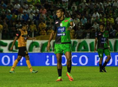 Paredes marca un gol en partidazo en Bolivia