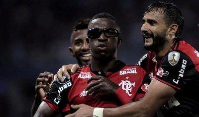Vinicius arregla con doblete en 18 minutos problemas del Flamengo