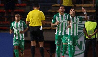 Atlético Nacional aplasta al Delfín y lidera cómodo el Grupo B